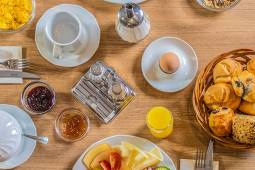 corvin-hotel-budapest-gasztronomia-reggeli.jpg